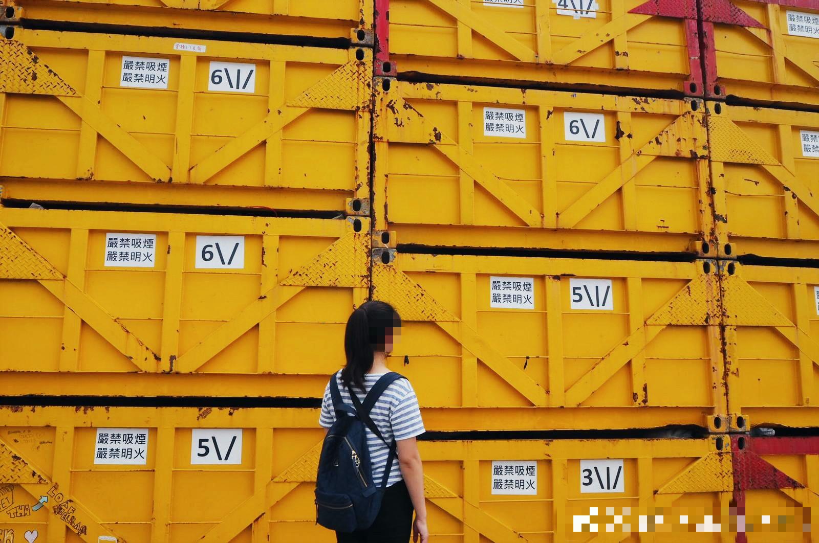 西環碼頭的貨櫃也成為打卡背景。網上圖片