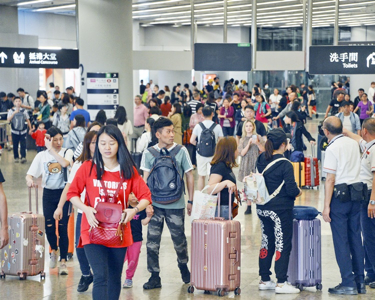 今日所有開往廣州南的高鐵列車車票已經售罄。