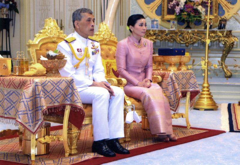 泰王哇集拉隆功周末举行加冕仪式,在仪式前王室突然公布泰王再婚,王后是近卫军司令官苏提妲(Suthida Tidjai)。