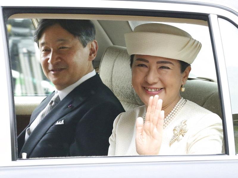 即位的德仁天皇与雅子皇后将于周六在东京皇居的「东御苑」,接受民众祝贺。