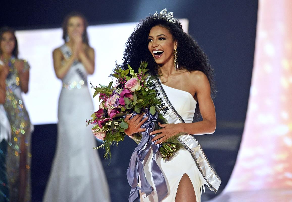北卡罗来纳州的佳丽克里斯特(Cheslie Kryst)艳压群芳,夺得2019年美国小姐冠军。图片