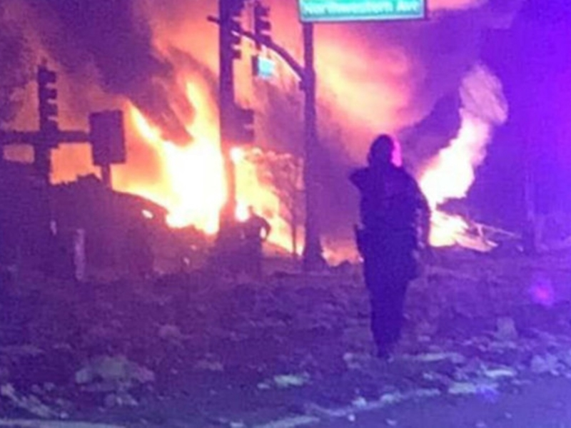 美國伊利諾州芝加哥北部郊區昨晚發生爆炸。 網上圖片