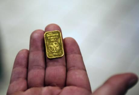 黄金投资者平沽盘,推动金价上周五从4个月低位反弹。资料图片