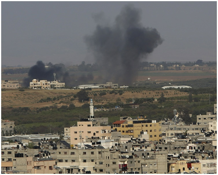 以色列军方大举对加沙地区进行空袭。AP