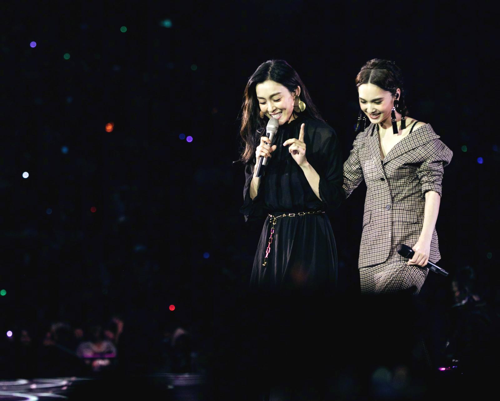 楊丞琳舉行演唱會,邀請范瑋琪做嘉賓。網上圖片