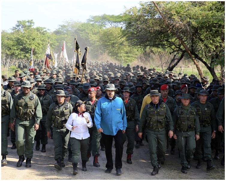 马杜罗周六到西北部科赫德斯州一个军事基地。