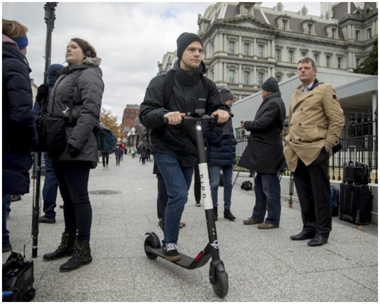 法国禁止电动滑板车踏足行人路。