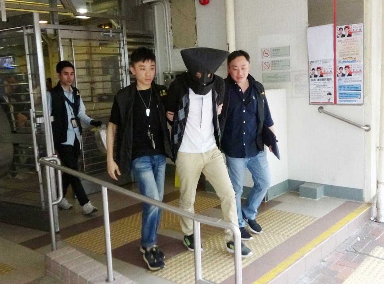 男子涉嫌连环爆窃被捕,现正被扣留调查。