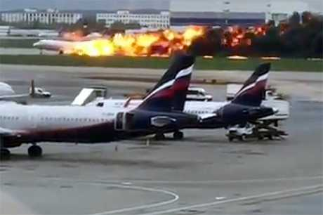 俄罗斯航空一架喷射客机起火须紧急迫降。