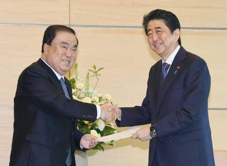 南韩国会议长文喜相(左)将正式访问中国3天。资料图片