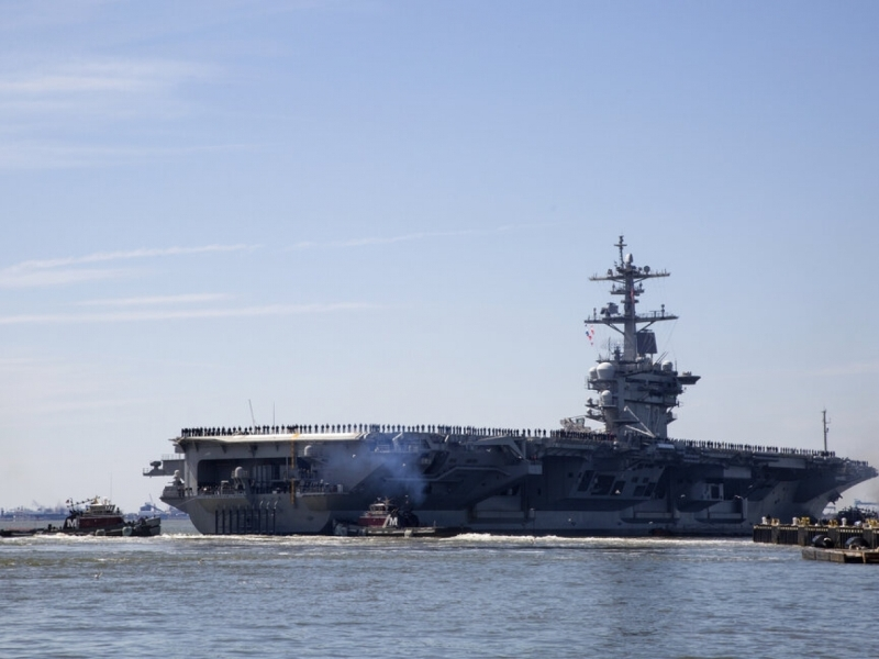 美国加强在中东的军事部署,包括派遣一个航空母舰攻击小组到当地。