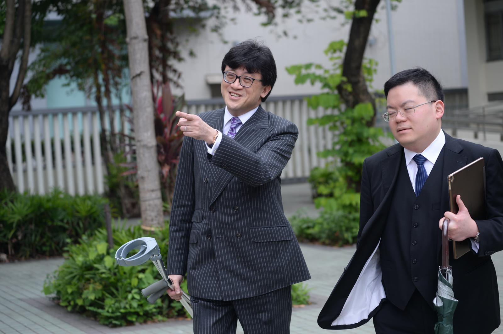 資深大律師石永泰(左)。