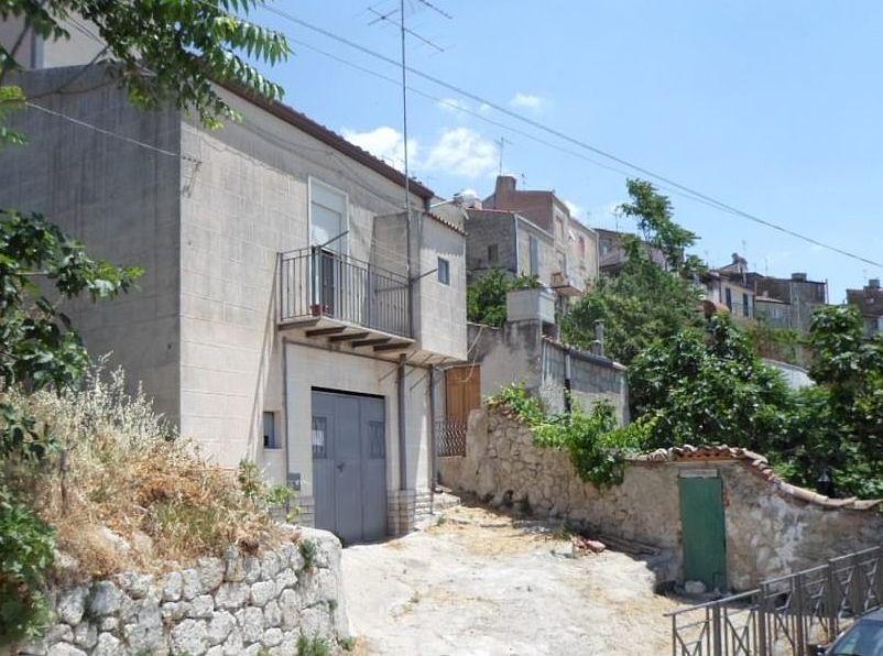穆索梅利在网上推出空置房屋,每间仅售1欧罗。网图