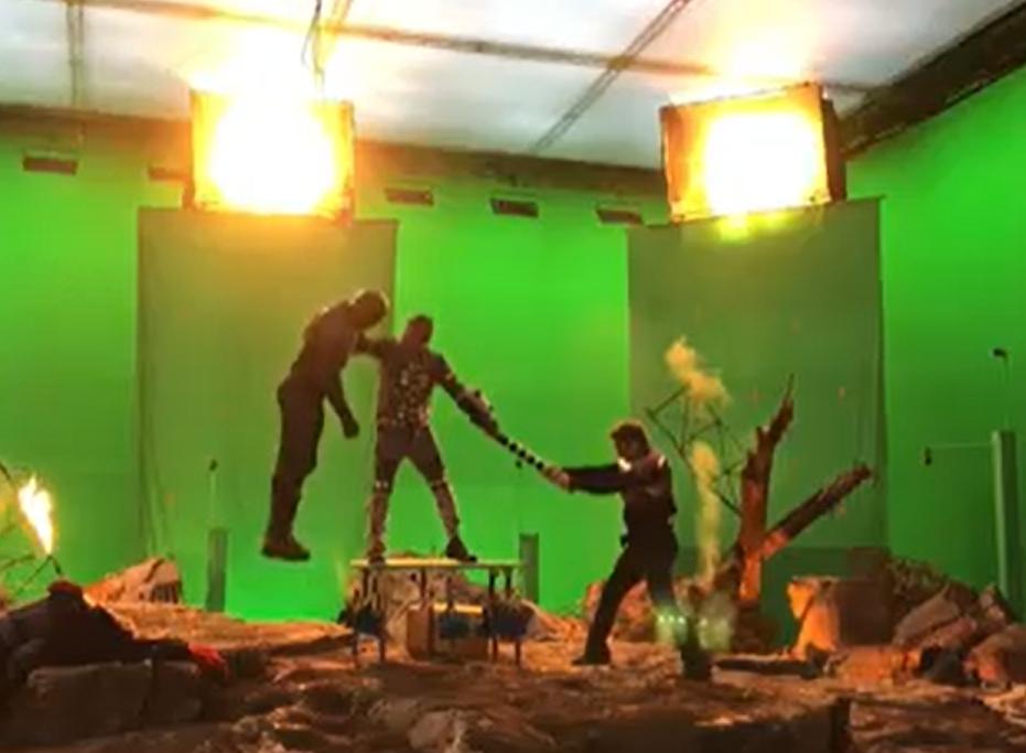 羅拔唐尼就在IG分享一段拍攝結局時的場面。影片截圖。