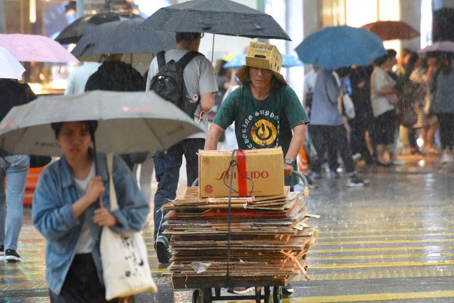 雷雨持續於珠江口一帶發展,並會在未來數小時影響本港。資料圖片