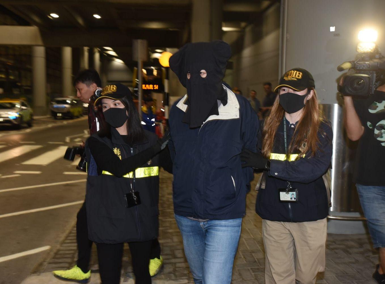一名43歲外籍女子被捕。