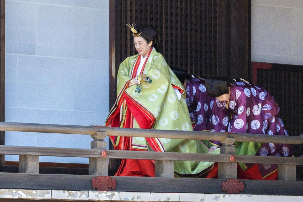 后雅子也穿上传统服装,并在相隔17年后,再以大垂髮造型向宫中三殿行礼。  图片