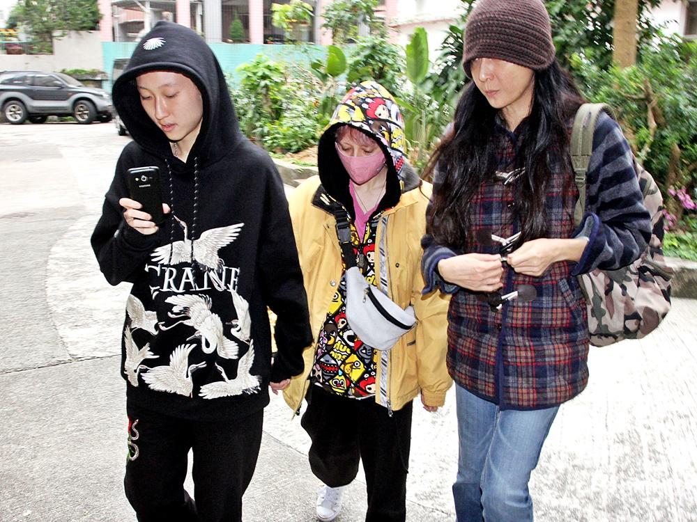 吳綺莉(右)女兒吳卓林(左)與同性密友Andi。資料圖片