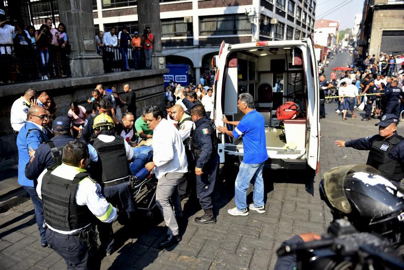 一名枪手在墨西哥奎纳瓦卡市热闹的中央广场开火,造成2名工会领袖丧命,另有2人受伤。AP