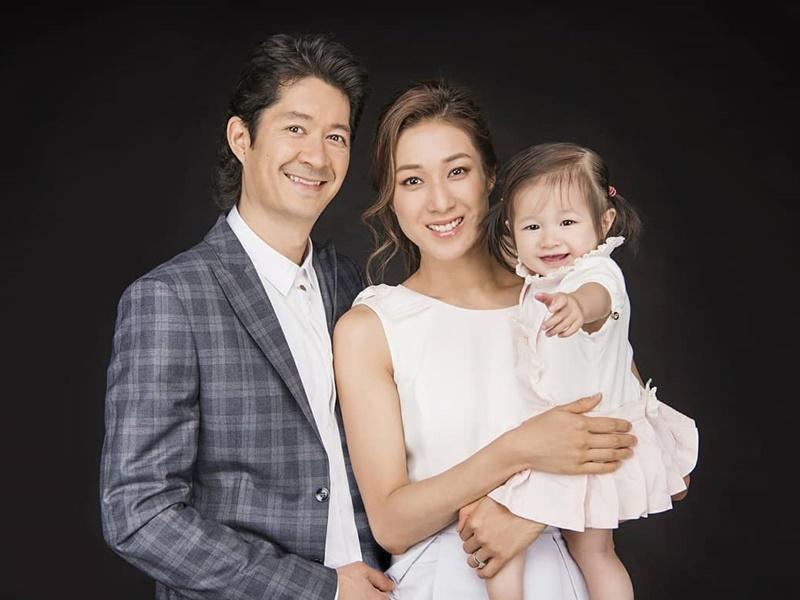 鍾嘉欣(Linda)與老公Jeremy和女兒Kelly。ig圖片