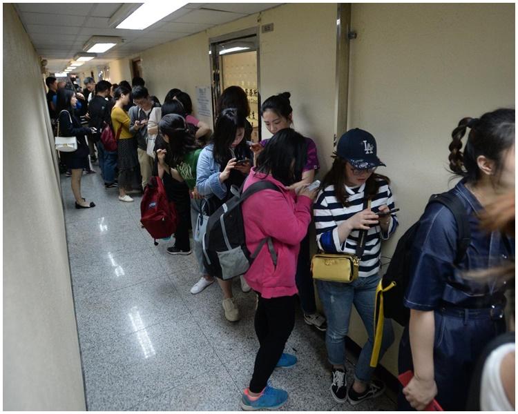今午有約60名內地客到診所要求退款。