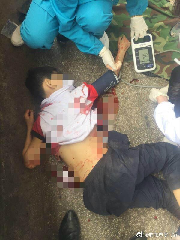 江西10歲男生被同學父親闖課室斬死。網上圖片