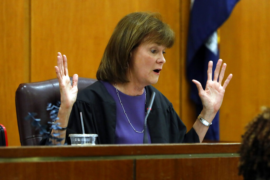 女法官基澤爾判刑時批評28歲的索羅金貪慕虛榮。AP圖片