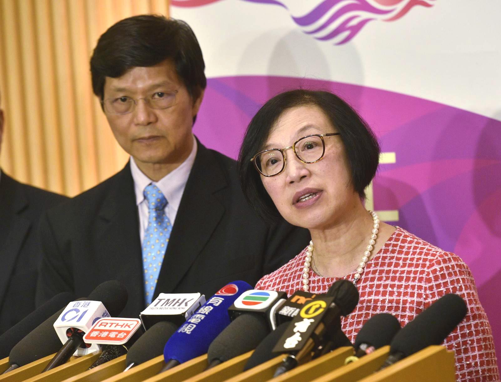 食物及衞生局局長陳肇始。