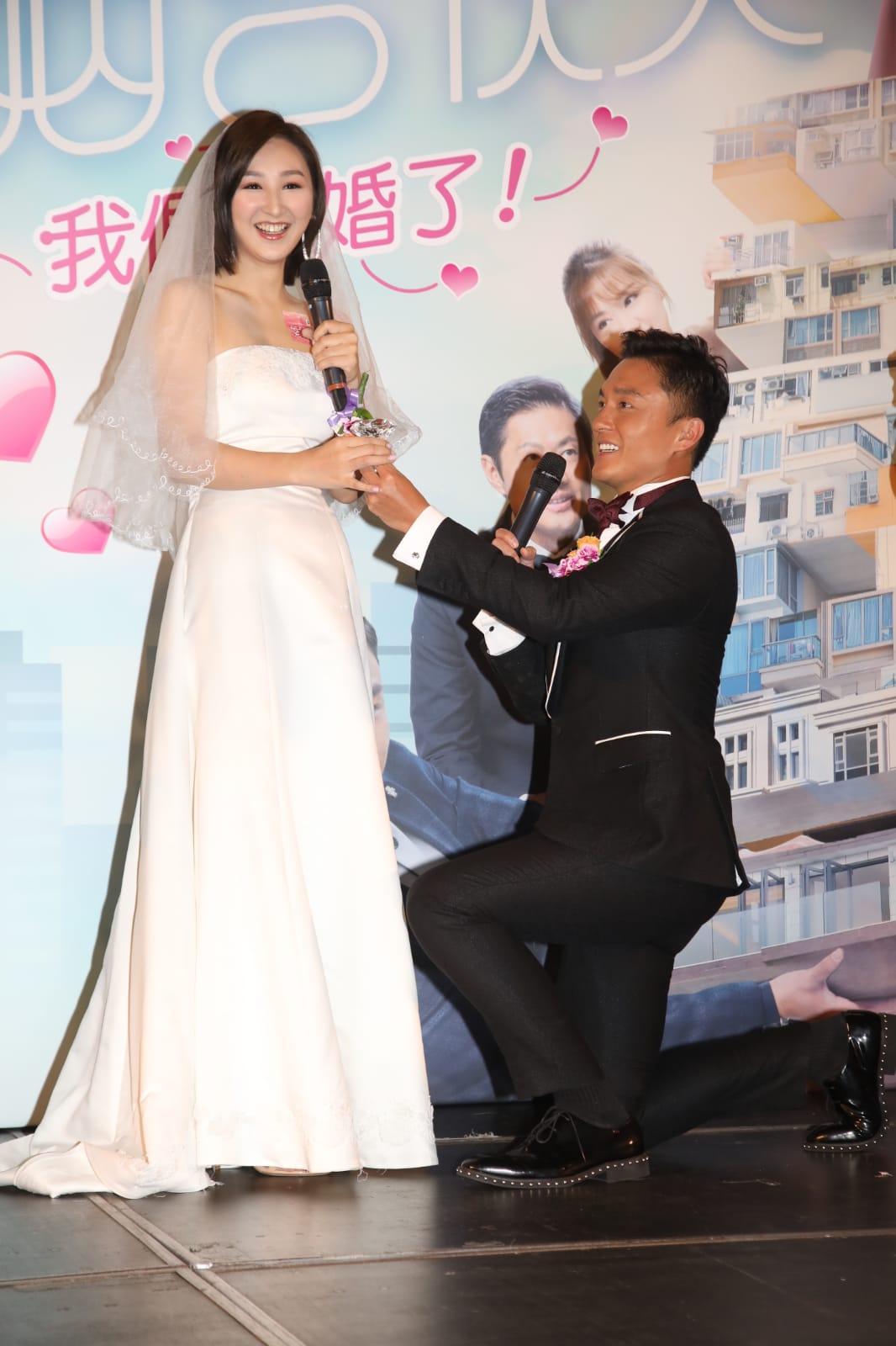 楊明跪地給高Ling送巨鑽笑言有點緊張。
