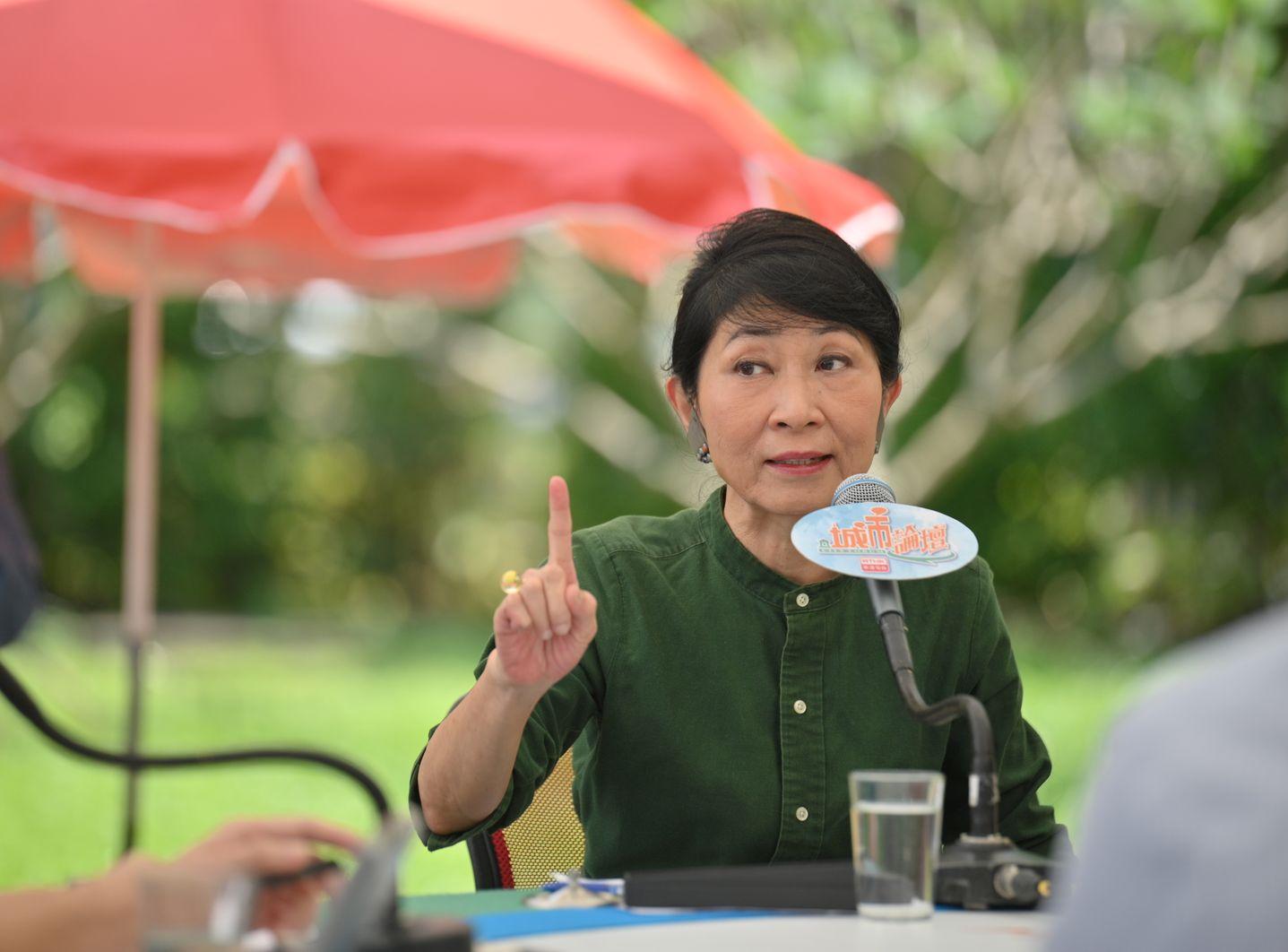 毛孟靜指,民主派沒人反對與建制派開會。