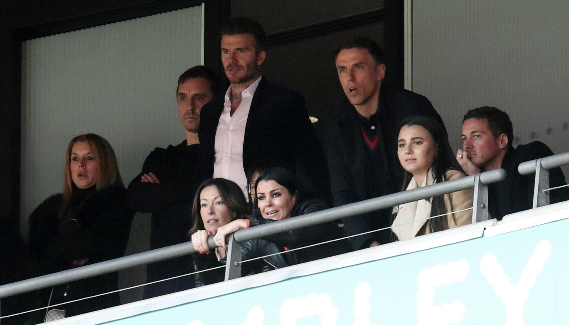 碧咸(後排右二)跟加利尼維利(後排左二)和菲臘尼維利(後排右)現場為沙福特打氣。AP