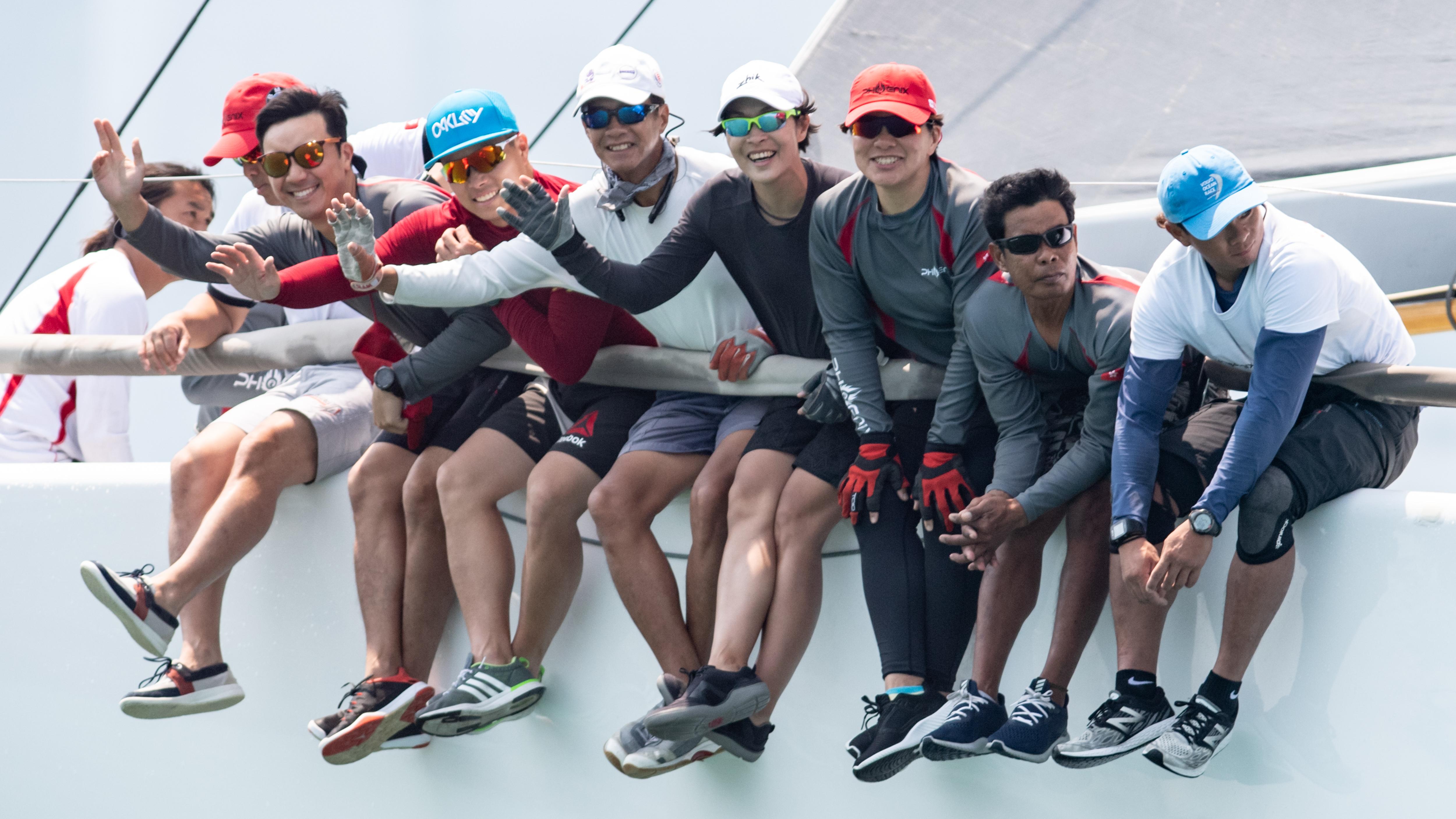 湯潔芳(右四)指自去年耶加達亞運後,今年四月起接觸大帆船,直言在大帆船上更見團隊合作精神。相片由香港香港遊艇會提供