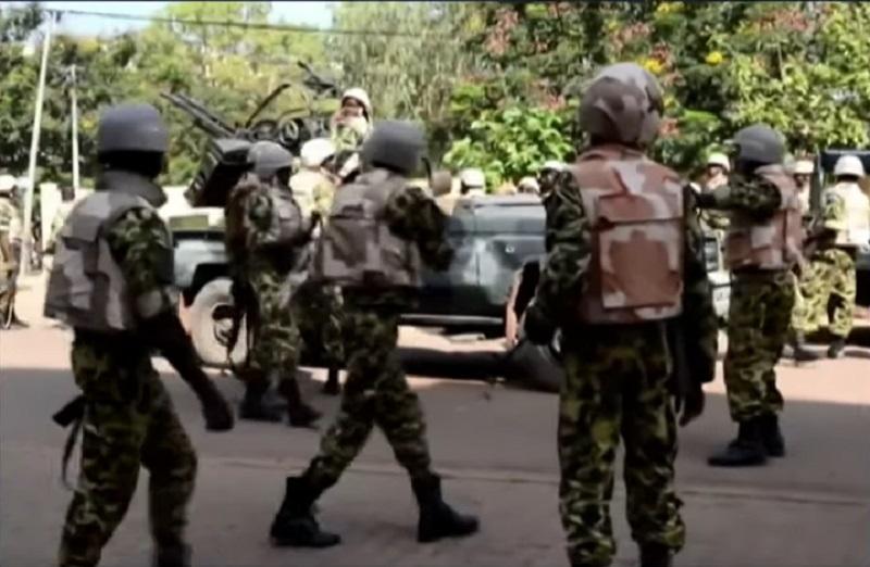 西非布基納法索事後加強地區軍人駐守。網上圖片