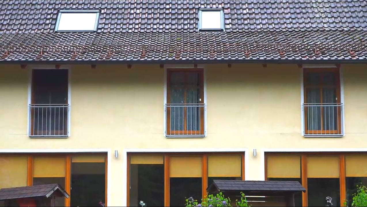 涉事旅馆位于伊尔茨河畔。网上图片