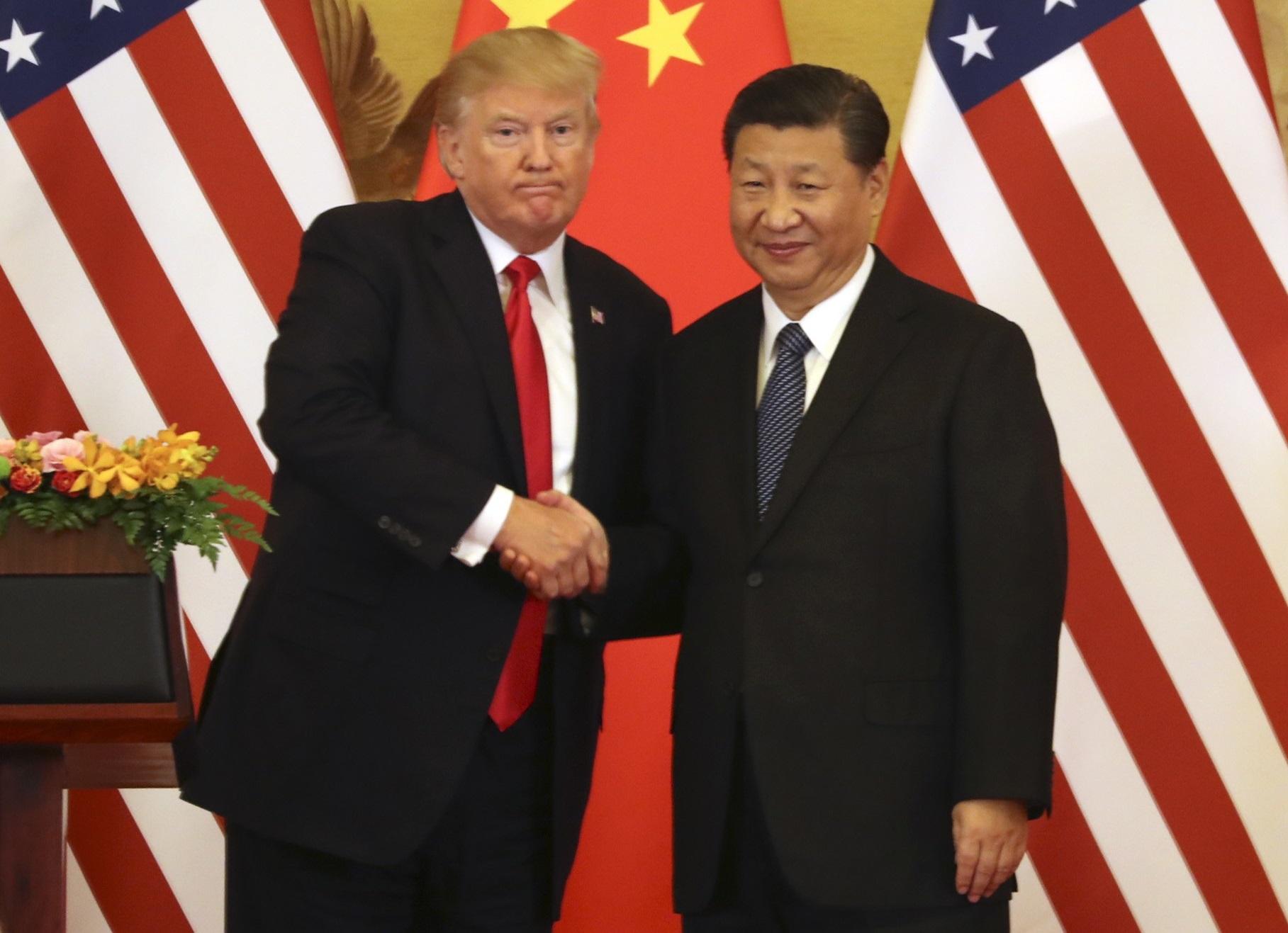 特朗普(左)警告中国。图片