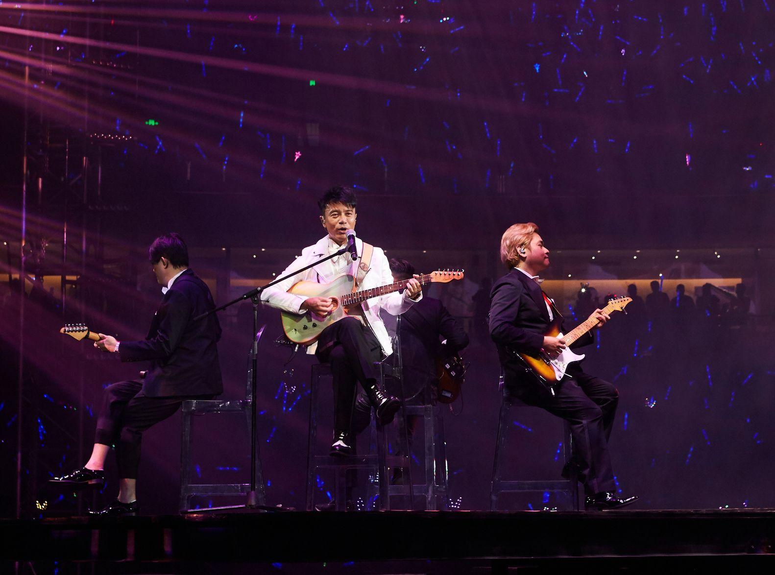 克勤日前在武漢開個唱。