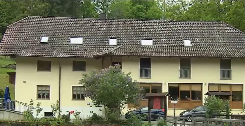 德国旅馆发现3名男女被十字弓射杀。网上图片