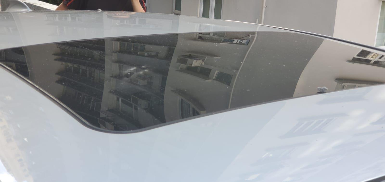 初步估計,共4部私家車車身遭損毀擦花。