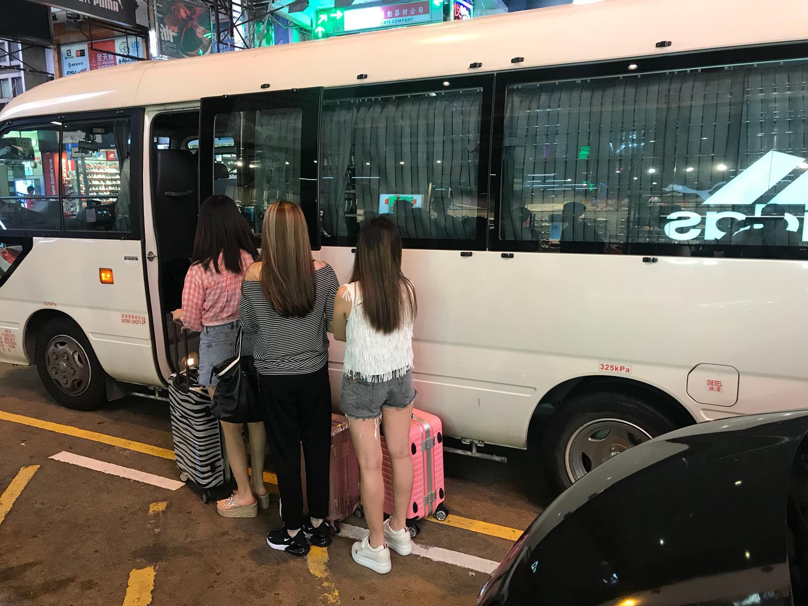 警方共拘捕33名内地女子。警方提供