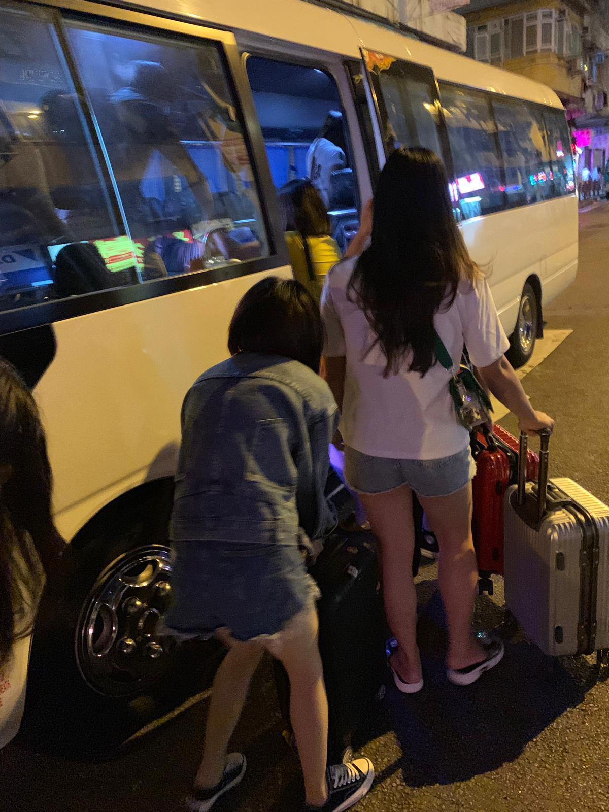警方共拘捕33名內地女子。警方提供