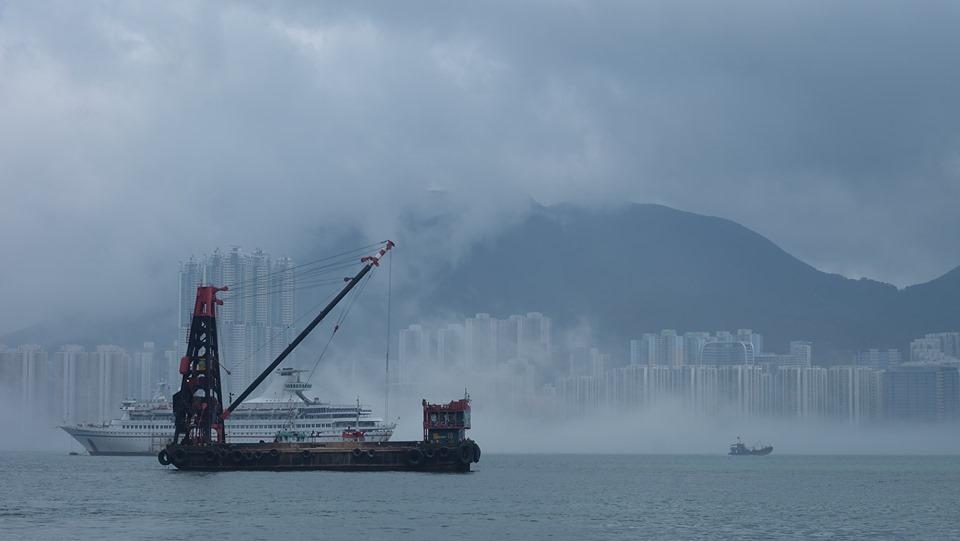 觀塘望出去維港被薄霧籠罩。網民Simon Lai圖