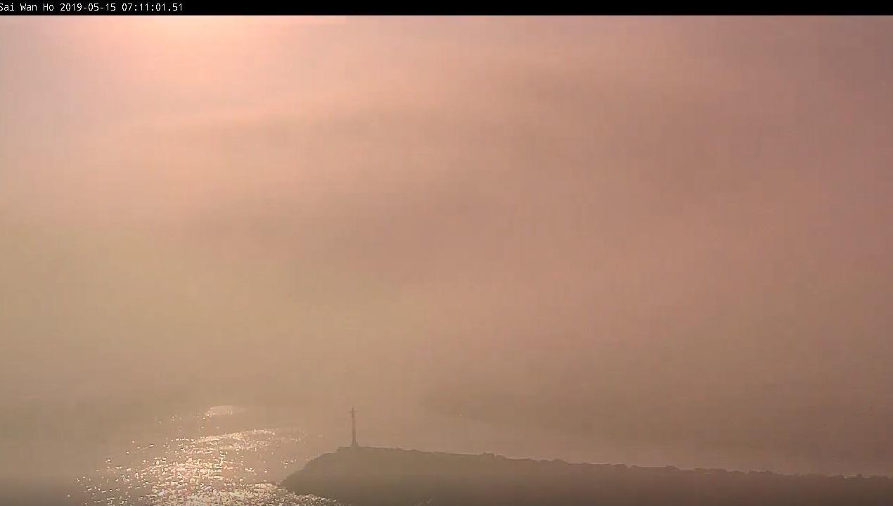維港東面的鯉魚門附近出現海霧。天文台