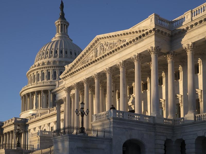 美國共和黨議員周二在國會提出法案,旨在禁止中國軍方僱用或贊助的任何人取得美國學生簽證或研究簽證。  AP圖片
