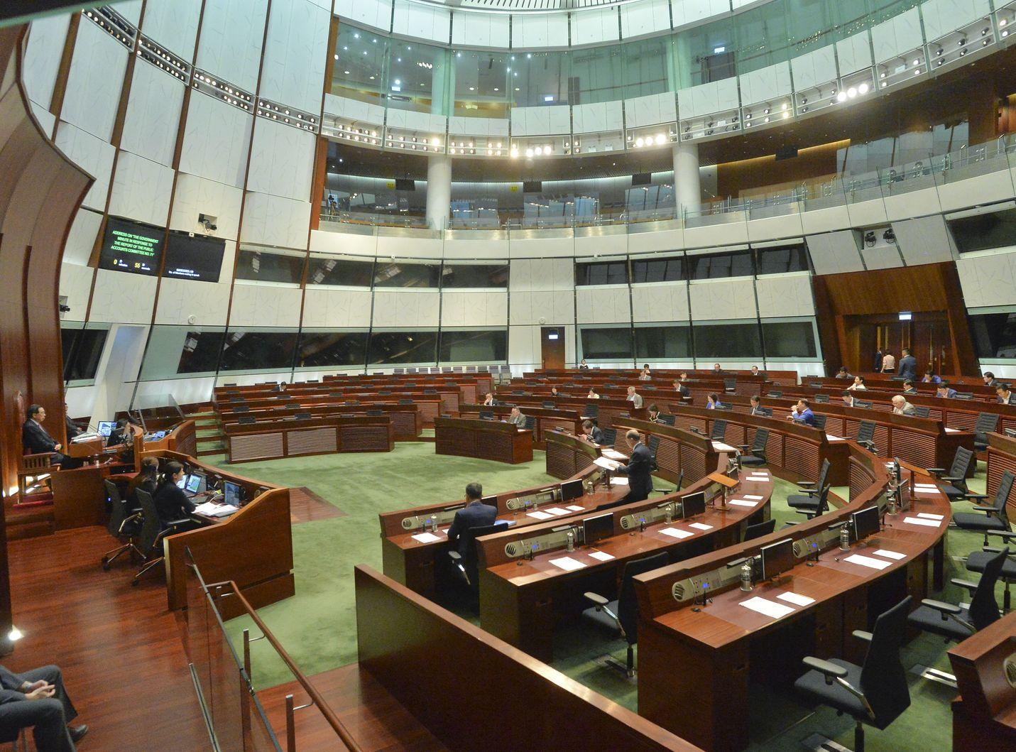 立法會明早再繼續審議財政預算案。