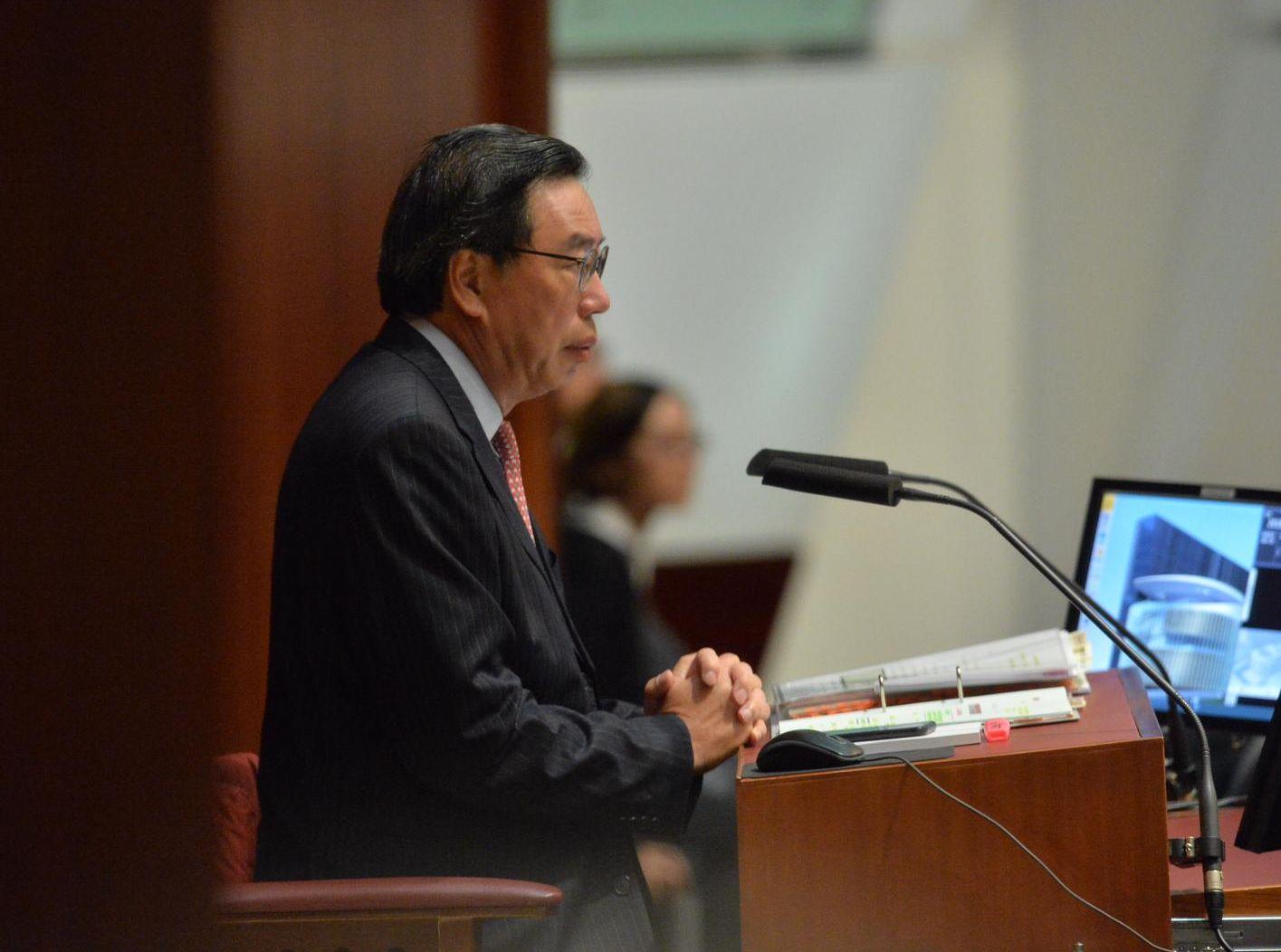 主席梁君彥在傍晚劃線。
