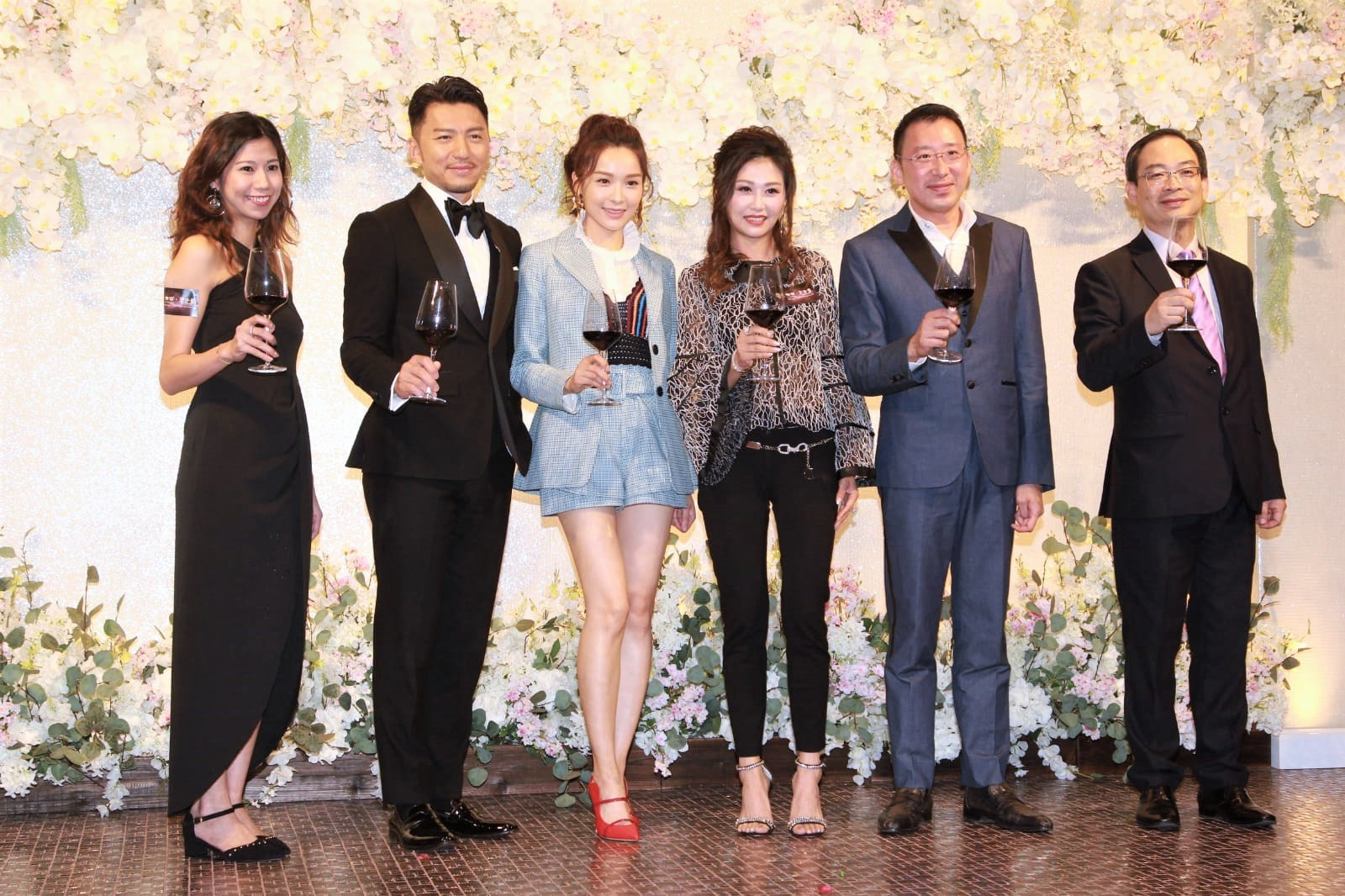 袁偉豪和李佳芯晚上 出席婚宴場地的開幕活動。