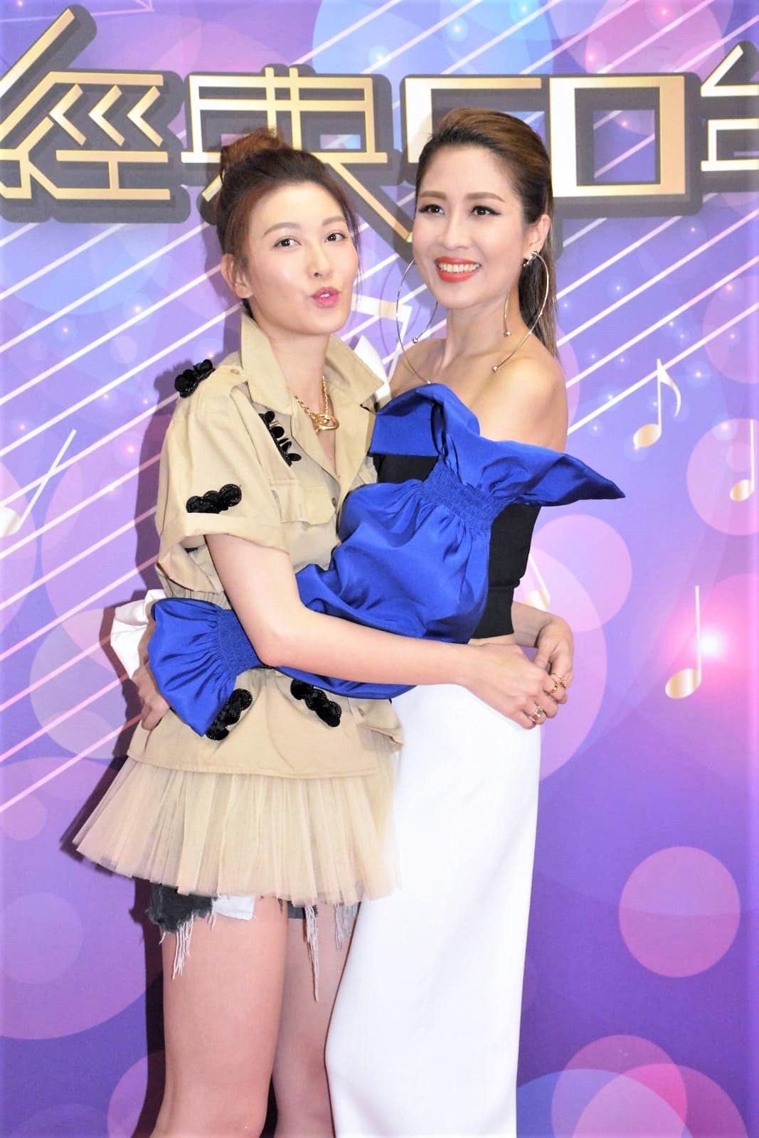 李彩華(左)同好姊妹陳敏之亮相無線節目。