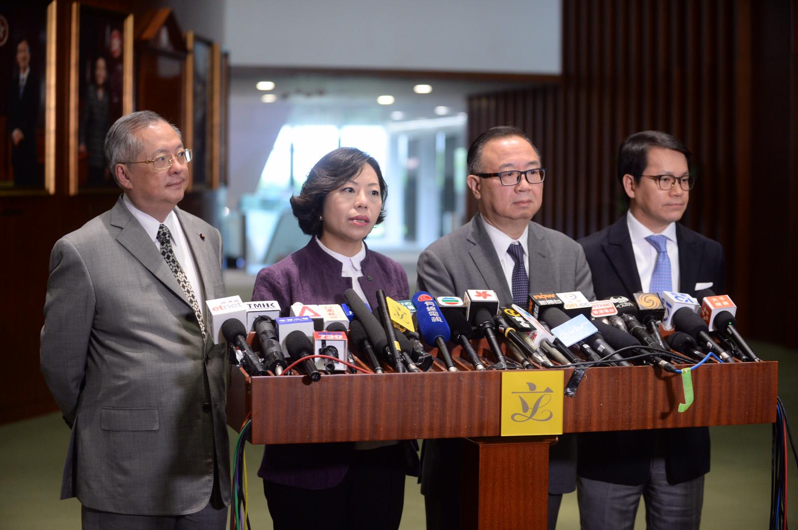 廖長江(右二)說建制派本著誠意開會,希望民主派有建設性建議,但最終看不到有誠意。