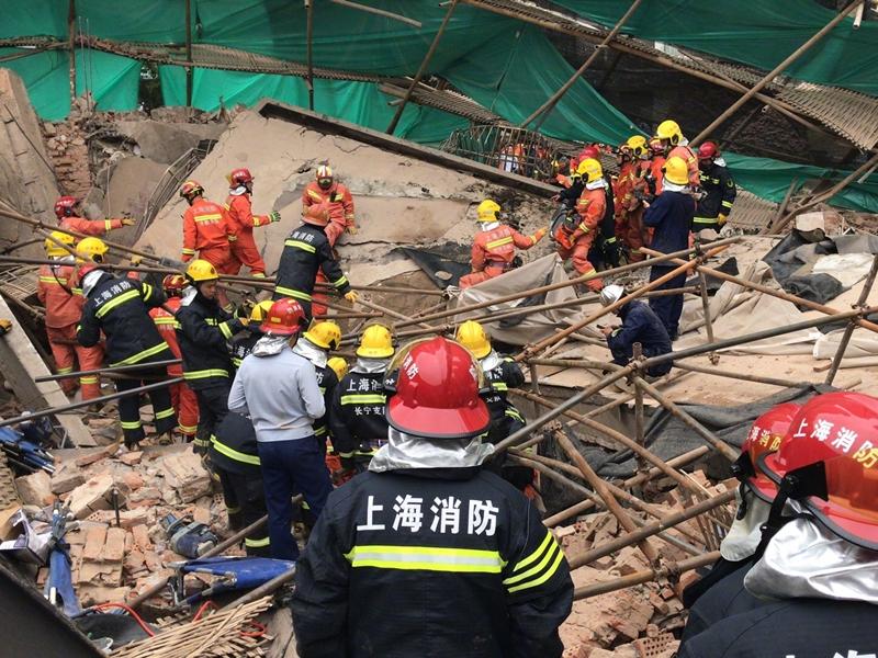 上海一間正在改建的汽車廠,發生坍塌事故。網上圖片