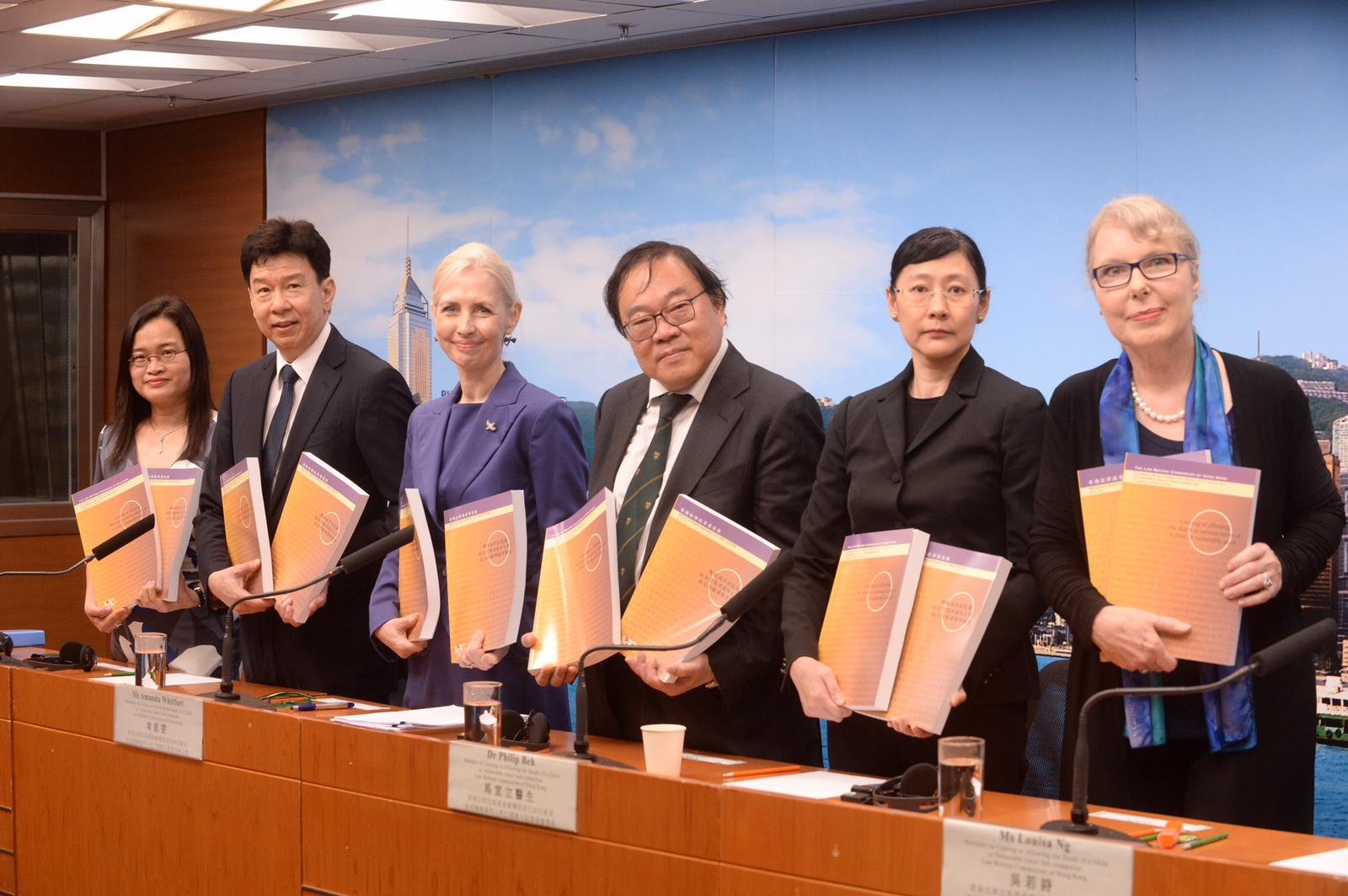 左起:尹平笑、熊運信、韋凱雯、馬宣立、吳若詩、顔倩華。